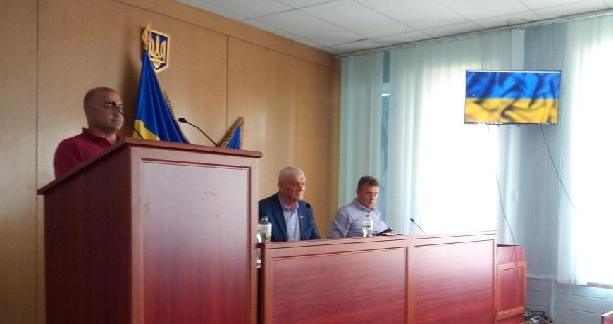 Віталій Мовчун під час виступу в сесійній залі
